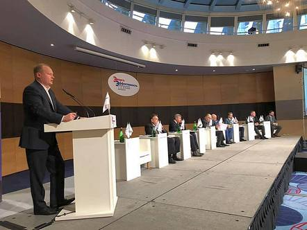 Антон Мороз выступил на пленарной сессии XVII Международного конгресса «Энергоэффективность. XXI век»