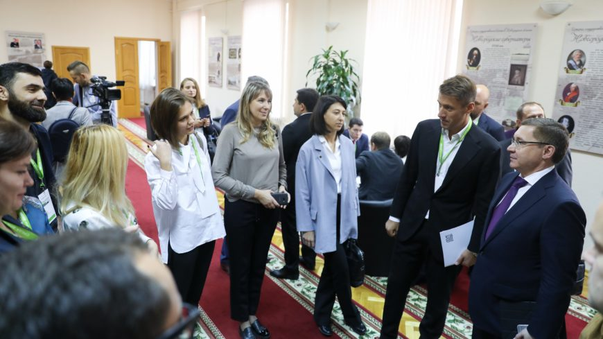 Министр строительства встретился с участниками АРХИТЕКТОРЫ.РФ на полях Форума «Среда для жизни» в Великом Новгороде