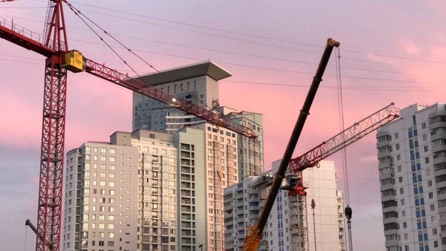 Ввод многоквартирных домов застройщиками в РФ за I квартал 2021 года вырос на 10,1% (графики)